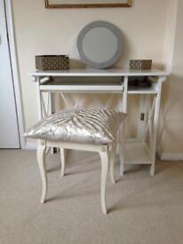 White desk /dresser