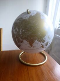 Decorative globe light