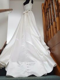 Stunning Size 10 Wedding Dress Never Worn with Train & Shawl