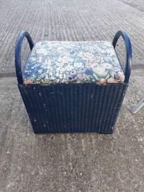 Ottaman seat - blue small trunk