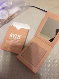 Kylie Jenner highlighter