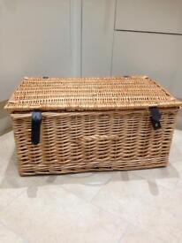 Hamper/wicker basket