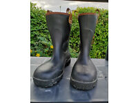 Dunlop Rigger Safety Boots, Size 8.