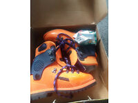 GENTS OUTDOOR BOOTS SIZE 10, 44