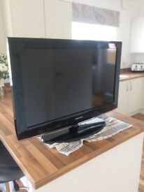 "Samsung 32"" TV With Freeview"