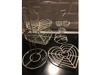 5 Cream kitchen wire accessories