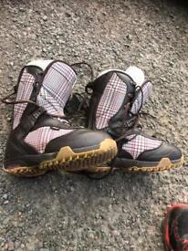 Vans ladies snowboard boots