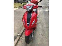 Pristine condition, hardly used, no marks with Piaggio top box with MoT Registered November 2014