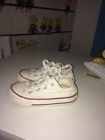 Infant Converse size 6