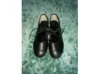 Tap shoes size 4