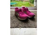 Ladies ASICS trainers. Size 7 (41.5)