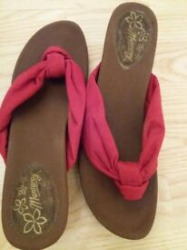 Mantaray wedges size 7, excellent condition