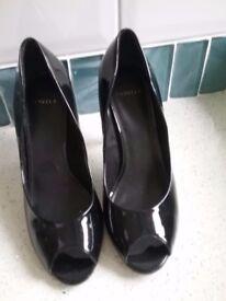 Shoes. Caevela. Black patent peep toe