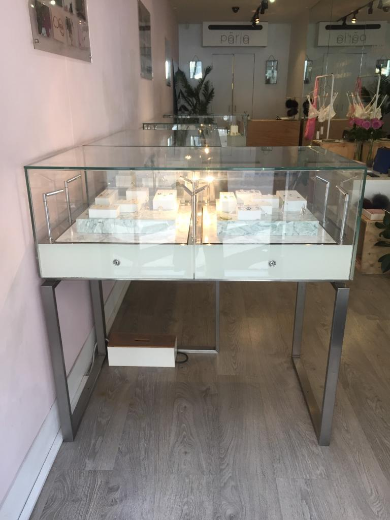 FIVE Lockable Glass Retail Display Cabinets: Ideal for jewellery