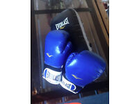 NEW BOXING GLOVES EVERLAST SIZE 14OZ. with PAD