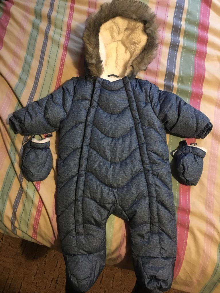 94b6a116a NEW Baby snow suit 0-3 months