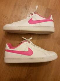 Brand new nike trainers