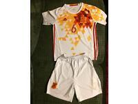Boys Spain away football kit with 6 iniesta age 10/12