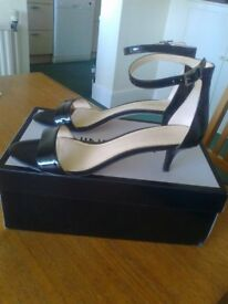 LADIES 'NINE WEST' LEISA BLACK PATENT SHOES, SIZE 7 - WORN ONCE ONLY - BRILLIANT CONDITION - £20 ono