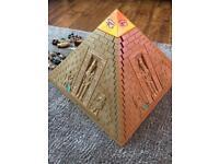 Play Mobil pyramid
