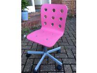 Pink children's swivel chair