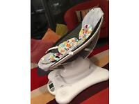 4moms MamaRoo Bouncer in Classic Grey + Infant Insert