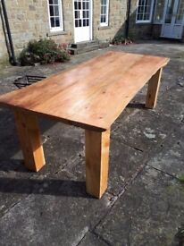 UNIQUE BANQUET TABLE