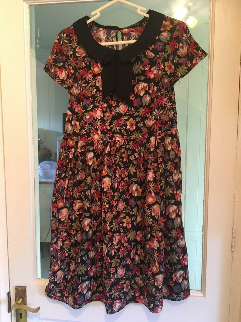 Size 8 Floral skater dress