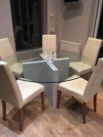 Gorgeous circular dining table