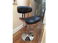 BAR STOOL IN VERY GOOD CONDITION TO BE COLLECTED