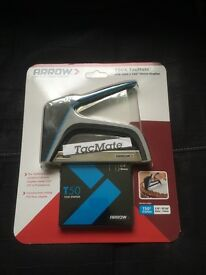 BRAND NEW HEAVY DUTY STAPLER WITH PACK OF STAPLES
