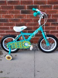 Childs Apollo Petal Bike : 14inch wheels with stabilisers ::
