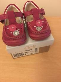 Girls Clark leather shoes size 6G