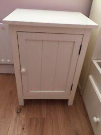Bedside cabinet in Ivory