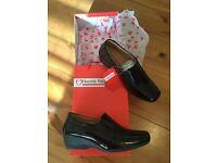 New Ladies black patent shoes