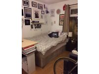 SHORT LET - Large room Dalston 2 March - 19 March