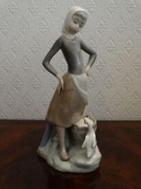 Lladro figurine Girl with Milk pail and Duck
