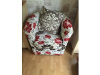 Floral tub chair