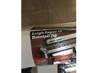 LeighDovetail Jig Super 18 + Vacuum & Router Support