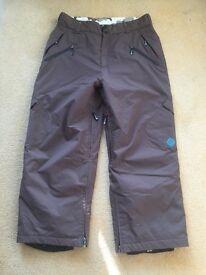 Snowboard trousers. Ski trousers.