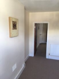1 bedroom 3rd floor unfurnished flat is avaliable for rent in Torquay town centre.