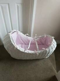 Pod Moses basket with stand