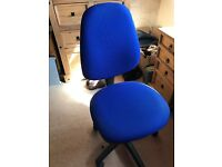Blue computer / desk chair in good condition