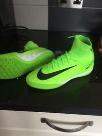 Football trainers size 4