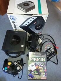 Boxed complete nintendo GAMECUBE and Pikmin game