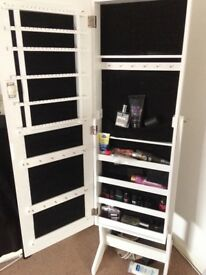 LOCKABLE JEWELLERY STORAGE MIRROR