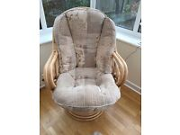 Conservatory furniture 5 pieces extremely comfortable and versatile. Very good condition