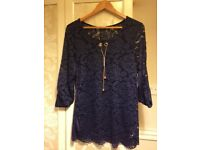 Brand new navy blue top with diamanté necklace o/s