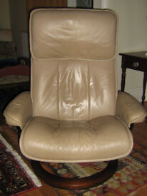 Recliner - Ekornes StressLess, leather, swivel and tilt in ease and comfort