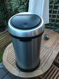 BRABANTIA Touch Bin 60 litres chrome